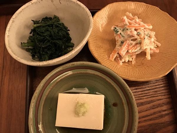 胡麻豆腐、春菊胡麻和え、人参白和え