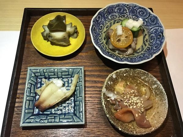 4種類(鮑の柔らか煮、赤ナマコ、みる貝、赤貝の酢漬け)