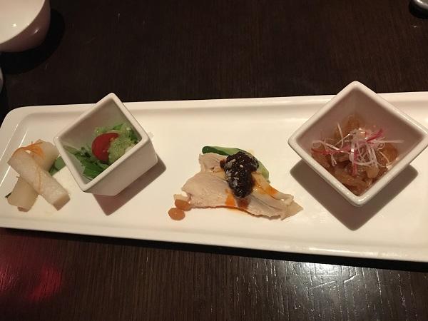 前菜4種 大根甘酢、イタヤガイ、よだれ鳥、特選クラゲ