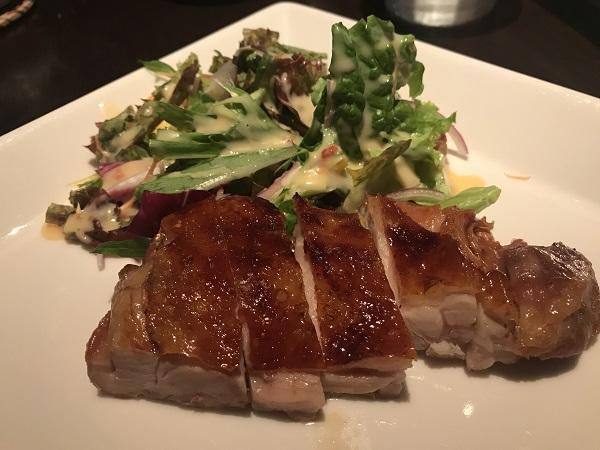 鶏モモ肉のパリパリ揚げ サラダ野菜添え