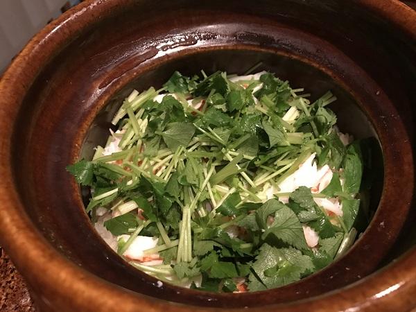ズワイガニの土鍋飯