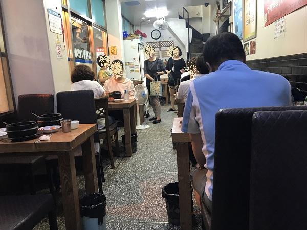 ソウル参鶏湯の店内