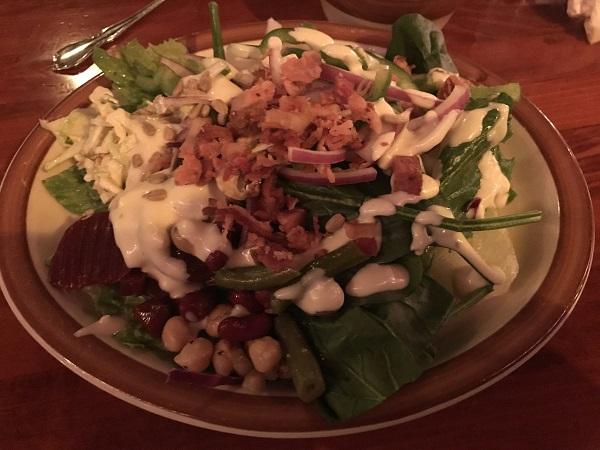チャックセラーステーキハウスサラダバーから取ったサラダ