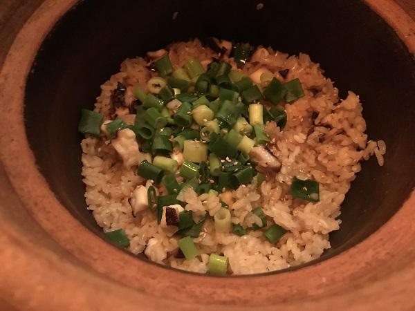 菜な「九条ネギと蛸の土鍋飯」