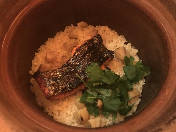 銀鮭と栗の土鍋飯